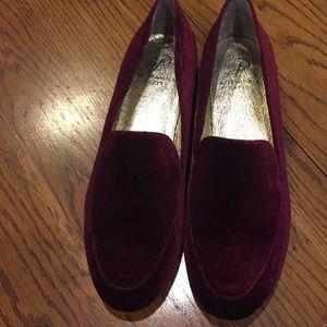 Adrianna Pappel claret velvet shoes. Size 8M
